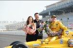 Ryan Hunter-Reay mit Teambesitzer Michael Andretti, dessen Ehefrau Jodi und den Zwillingen Miati und Mario