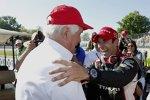 Gratulation vom Boss: Roger Penske und Helio Castroneves