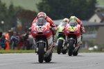 Andrea Dovizioso vor Cal Crutchlow (Ducati)