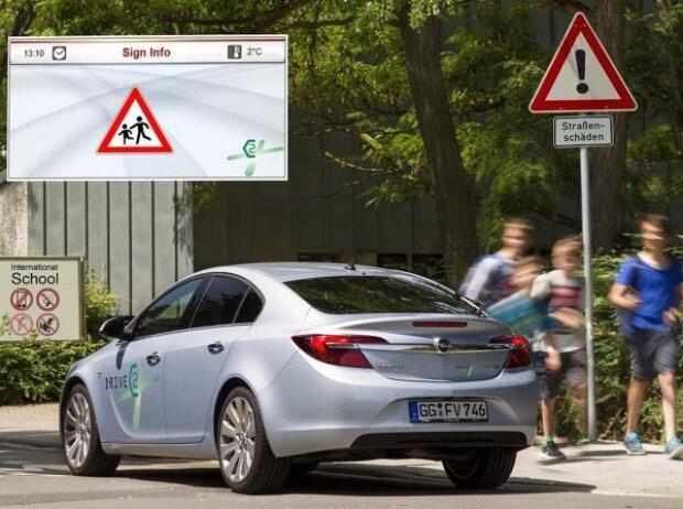 """Opel nahm mit einen speziell ausgestatteten Insignia am Forschungsprojekt """"Drive C2X"""" teil: Getestet wurde unter anderem die Übertragung von Verkehrszeichen-Informationen"""