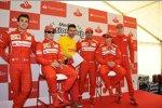 Jules Bianchi (Marussia), Fernando Alonso (Ferrari), Marc Gene und Kimi Räikkönen (Ferrari)
