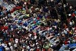 Hektische Betriebsamkeit in der Boxengasse vor dem Start des Nationwide-Rennens