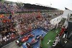 Daniel Ricciardo (Red Bull), Fernando Alonso (Ferrari) und Lewis Hamilton (Mercedes)