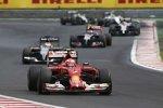 Kimi Räikkönen (Ferrari) und Adrian Sutil (Sauber)