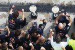 Daniel Ricciardo (Red Bull), Christian Horner und Adrian Newey