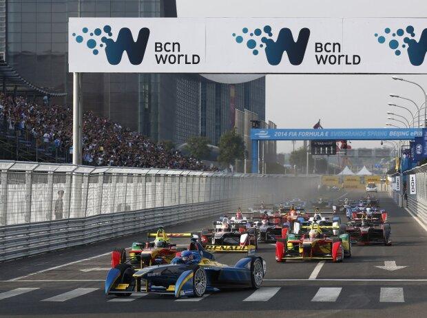 Start zum Formel-E-Rennen in Peking: Nicolas Prost vor Lucas di Grassi und Daniel Abt