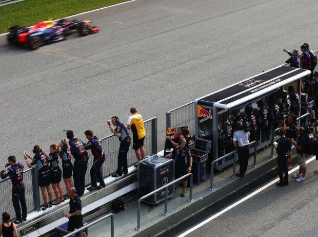 Sebastian Vettel; Kommandostand, Boxenmauer
