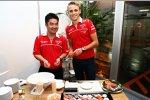 Max Chilton (Marussia) bereitet Sushi zu