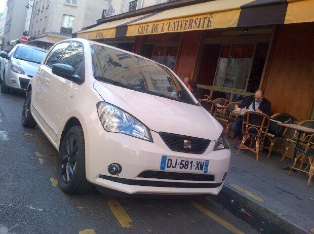 Seat Mii by Mango vor einem Cafe in Paris
