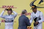 Wladimir Putin gratuliert Rennsieger Lewis Hamilton (Mercedes)