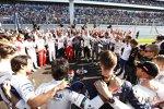 Die Fahrer stehen vor dem Start in Russland, um gemeinsam Jules Bianchi gemeinsam beizustehen