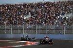Romain Grosjean (Lotus) und Nico Rosberg (Mercedes)