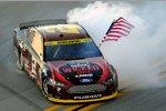 Sieger-Burnout von Brad Keselowski (Penske)