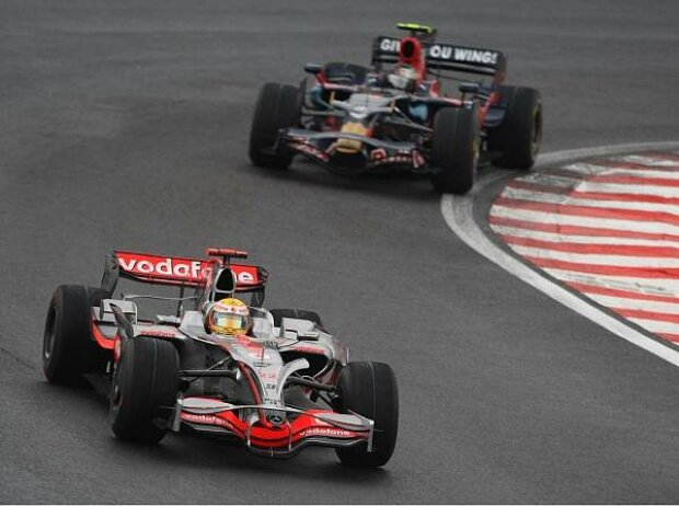 Lewis Hamilton vor Sebastian Vettel