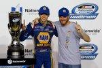 Nationwide-Champion Chase Elliott mit Teamowner Dale Earnhardt Jr.
