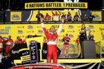 Kevin Harvick (Stewart/Haas) jubelt über seinen ersten Sprint-Cup-Titel
