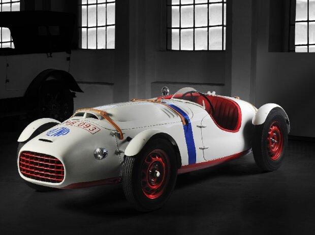 Wieder ganz der Alte: ?KODA 966 Supersport. Der Wagen wurde einer vollständigen Renovierung in der spezialisierten Werkstatt des ?KODA Museums unterzogen und schmückt heute die Museumsexposition.