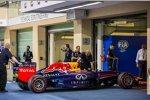 Auch das Auto von Sebastian Vettel (Red Bull) besteht die technische Abnahme nach dem Qualifying nicht