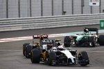 Kevin Magnussen (McLaren), Pastor Maldonado (Lotus) und Kamui Kobayashi (Caterham)