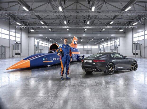 Andy Green mit Jaguar F-Type R AWD Coupé und Bloodhound SSC