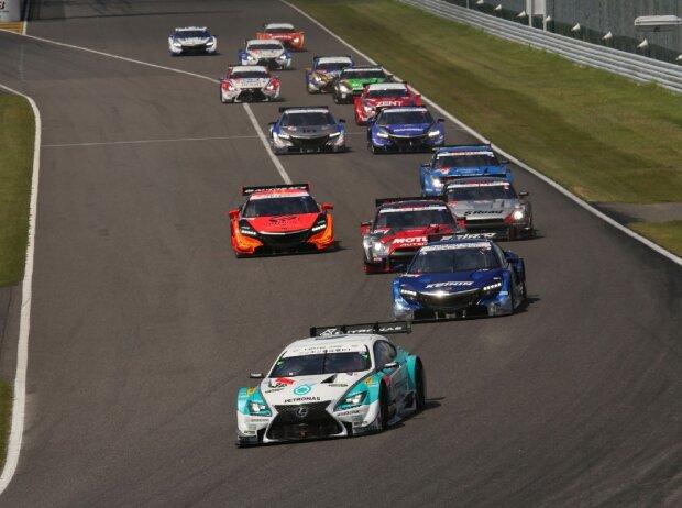 Japanische Super GT Series 2014.  Rennen 6, GT 500, Suzuka, Japan. 30. - 31. August 2014. Rennstart