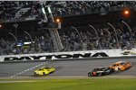 Matt Kenseth (Gibbs) siegt vor Martin Truex Jun. (Furniture Row) und Carl Edwards (Gibbs)