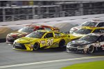 Matt Kenseth (Gibbs), Jamie McMurray (Ganassi) und Kevin Harvick (Stewart/Haas) Three-Wide
