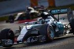 Lewis Hamilton (Mercedes) und Romain Grosjean (Lotus)