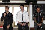 Nico Rosberg (Mercedes), Toto Wolff und Lewis Hamilton (Mercedes)