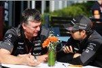 Otmar Szafnauer und Sergio Perez (Force India)