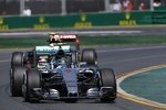 Nico Rosberg (Mercedes) und Pastor Maldonado (Lotus)
