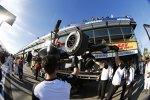 Kevin Magnussens McLaren kommt wieder an die Box