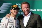 Lewis Hamilton (Mercedes) und Arnold Schwarzenegger