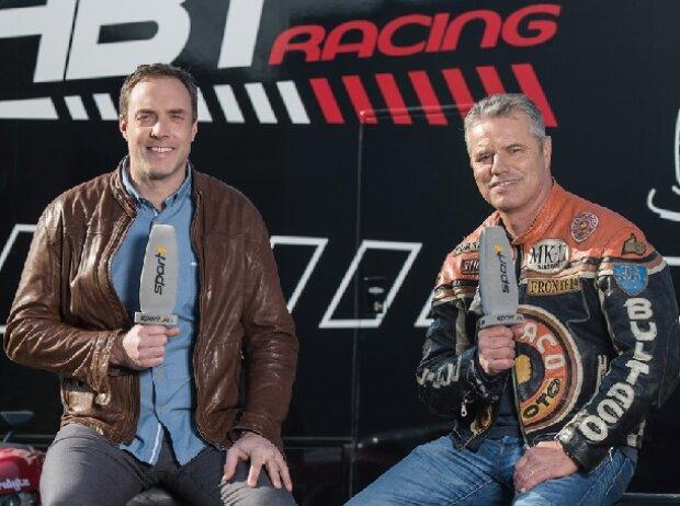 Jan Stecker (r.) und Experte Patrick Simon moderieren bei SPORT1 die GT Masters und die Formel 4