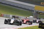 Sergio Perez (Force India), Kimi Räikkönen (Ferrari) und Fernando Alonso (McLaren)