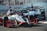 Die Berührung der Penske-Teamkollegen Juan Pablo Montoya und Will Power in Kurve 10