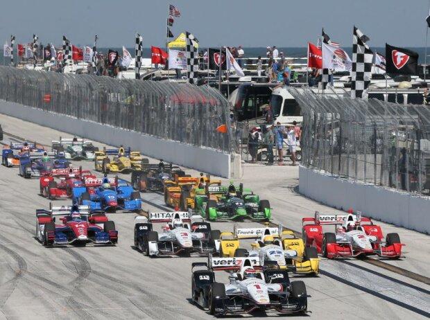 Start zum IndyCar-Saisonauftakt 2015 in St. Petersburg