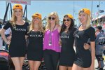 Courtney Force mit den Maxim-Girls