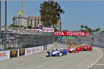 Start zum 41. Toyota Grand Prix of Long Beach mit Helio Castroneves (Penske) an der Spitze