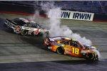Kevin Harvick (Stewart/Haas) und David Ragan (Gibbs) crashen