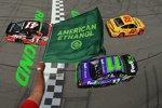 Start zum Toyota Owners 400 mit Joey Logano (Penske) und Denny Hamlin in Reihe eins