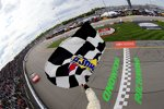 Erster Saisonsieg für Kurt Busch (Stewart/Haas-Chevrolet)