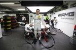 Paul di Resta (HWA-Mercedes) mit seinem neuen Rotwild-Rennrad