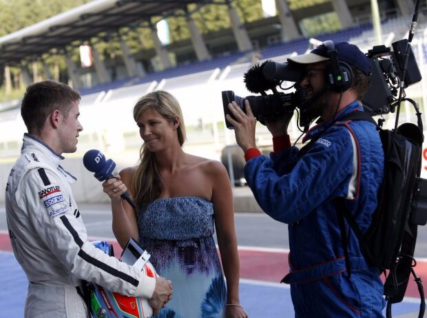 Paul di Resta wird interviewt