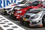 Fotoshooting mit Autos aller DTM-Marken
