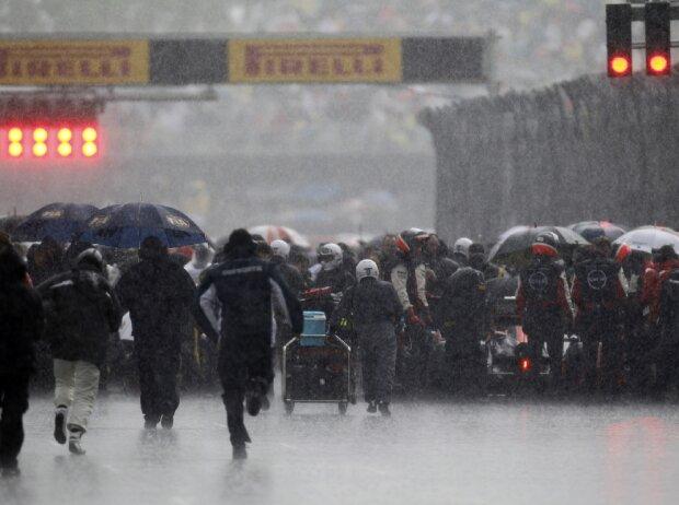 Regen in der Startaufstellung
