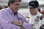 Carl Edwards und NASCAR-Präsident Mike Helton