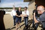 WTCC-Serienboss Francois Ribeiro gratuliert Rickard Rydell