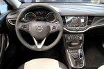Armaturenbrett des Opel Astra 2015