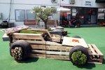 Formel-1-Blumenkasten im Paddock